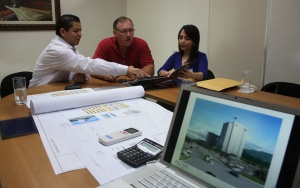 Ruben Sorto, left, of Grupo Karims joins Carolina Pascua (far right)  from FIDE (the Honduran Investment Agency) and an unidentified executive during a recent meeting in Honduras.